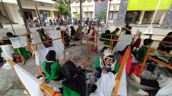 Dekranasda DIY dan BDI Yogakarta Gelar Diklat Pembuatan Batik Tulis.