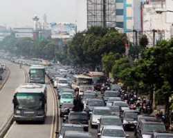 Mobil dan Motor Kembali Dongkrak Pertumbuhan Industri