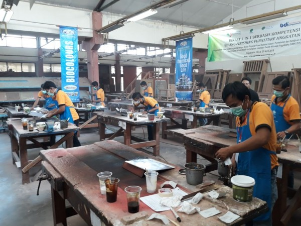 Diklat 3-in-1 Bidang Finishing Furniture Angkatan IV