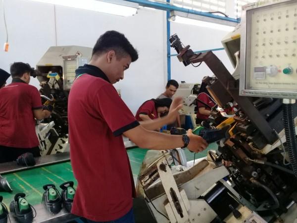 Diklat 3-in-1 Pengoperasian Mesin Assembling Alas Kaki Angkatan I