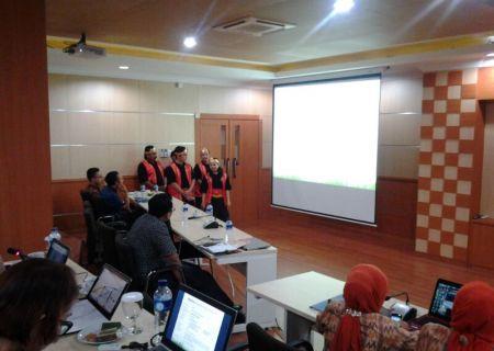Penampilan Tim 5K BDI Yogyakarta saat mempresentasikan risalah di hadapan dewan juri (26 Juni 2014)