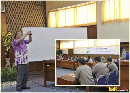 Bp Arifin Suadipradja, S.Teks sebagai Narasumber pada FGD Tindak Lanjut Program Pelatihan Diklat Plastik Berbasis Kompetensi