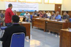 Praktik mengajar (Micro Teaching) dilakukan oleh masing-masing peserta dan dinilai oleh instruktur